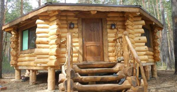 check out this cute octagon log cabin on a budget